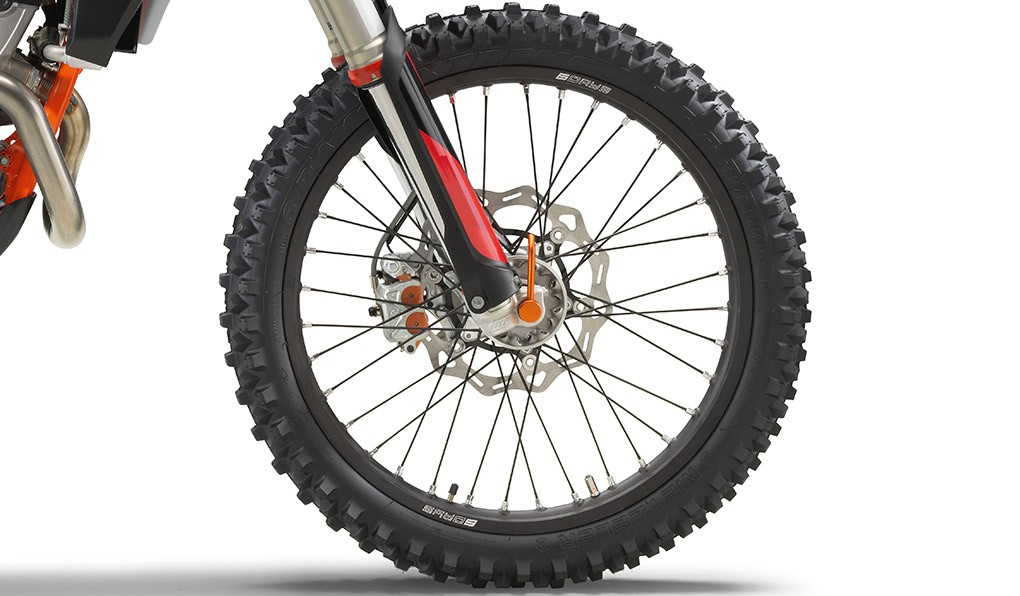 ktm_350-exc-f-six-days-2020_feature1