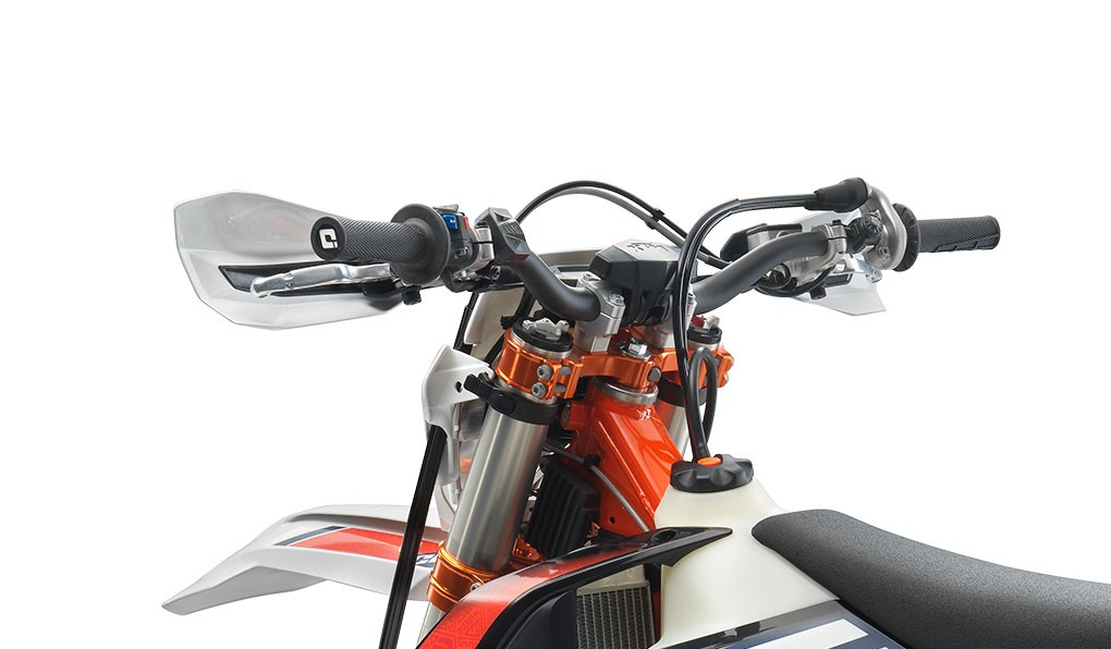 ktm_350-exc-f-six-days-2020_feature7